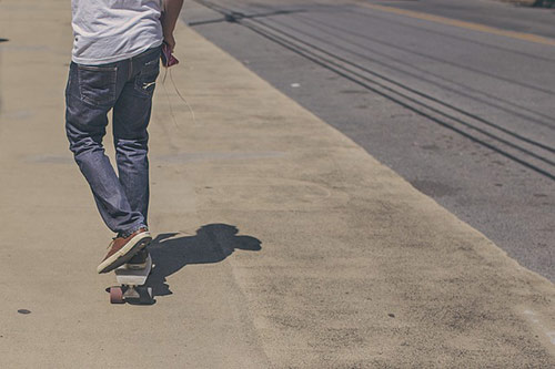 [cml_media_alt id='3139']pedestrian skateboarding near a street[/cml_media_alt]